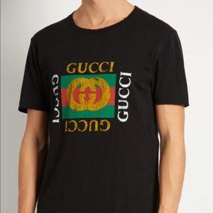 60d3050411c ⭐️HP⭐️NWT 🇮🇹GUCCI Distressed logo-print T-shirt